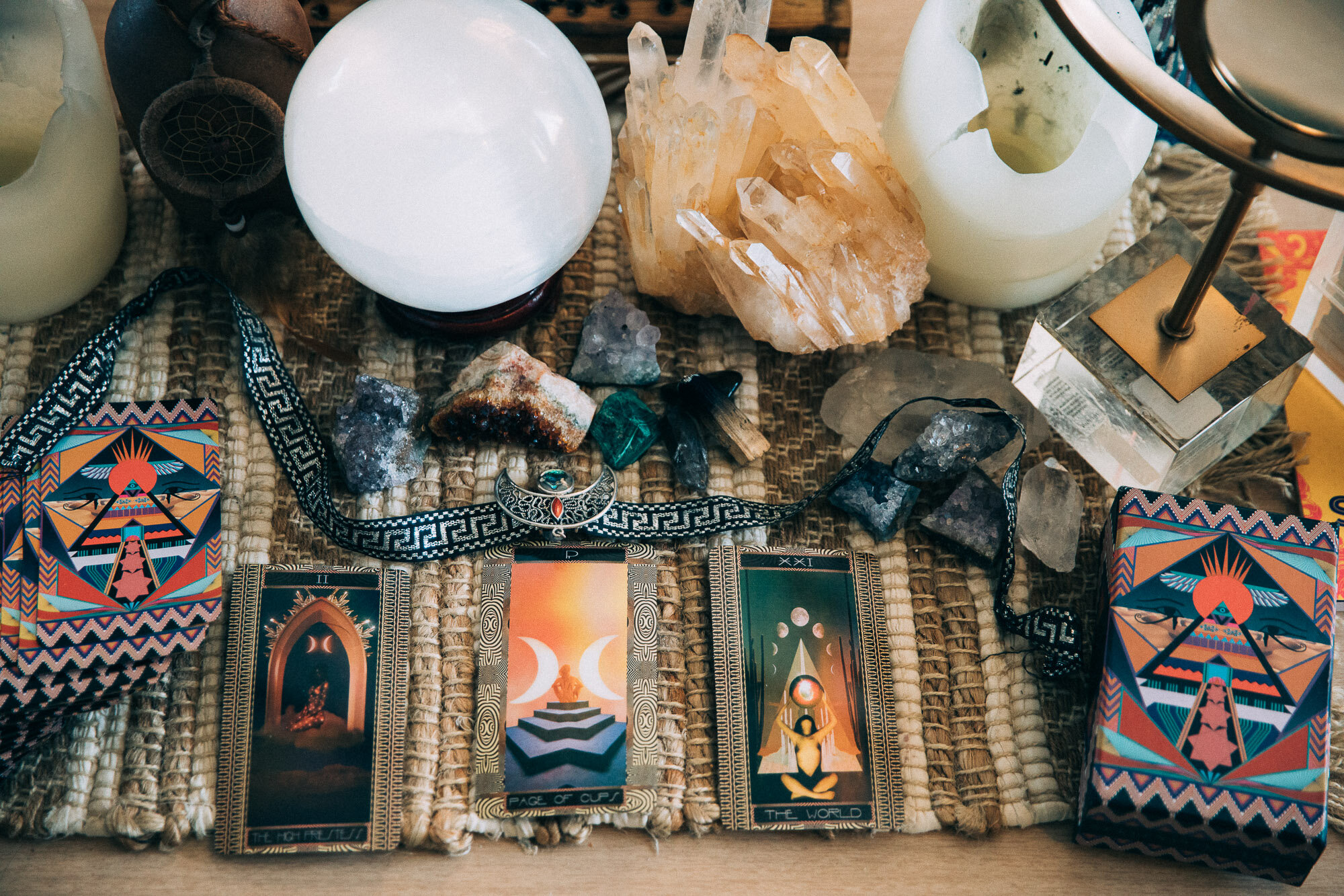 Tarot cards and stones